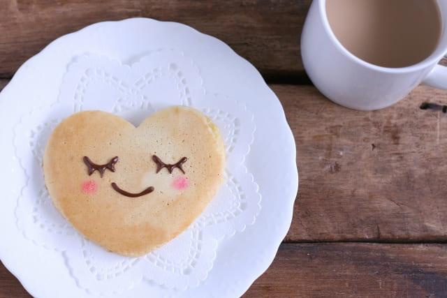 休日の子供の朝ごはん。ホットケーキやサンドイッチをパパと一緒に作ってもらおう!