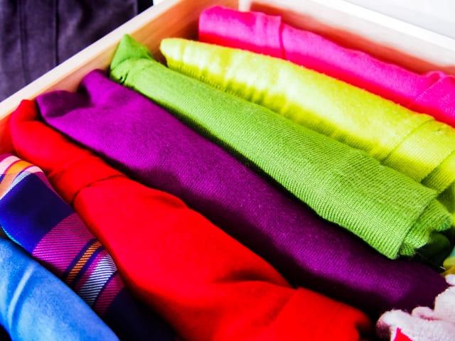 服を捨てるのは子育て中こそ思い切れる! 保留品の迷いを断ち切る3つの方法。