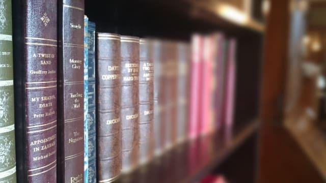 反省。本の正しい保存・収納方法を知らない人に本を愛する資格なし。