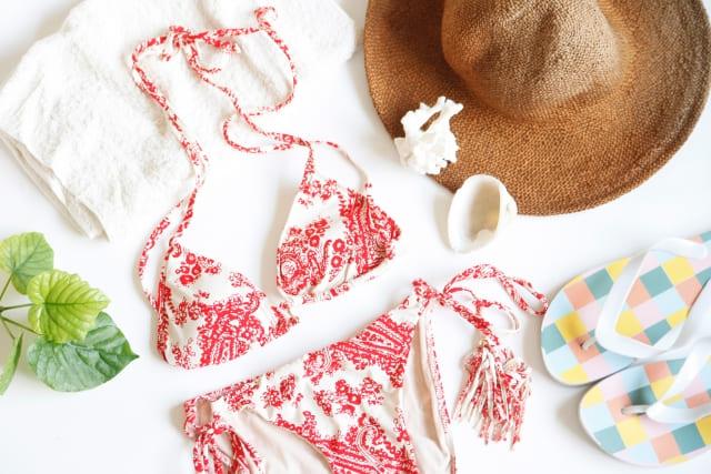 ママ用の水着は何を着る?焼けたくないママ必見の体型カバーと日焼け対策ができる水着。