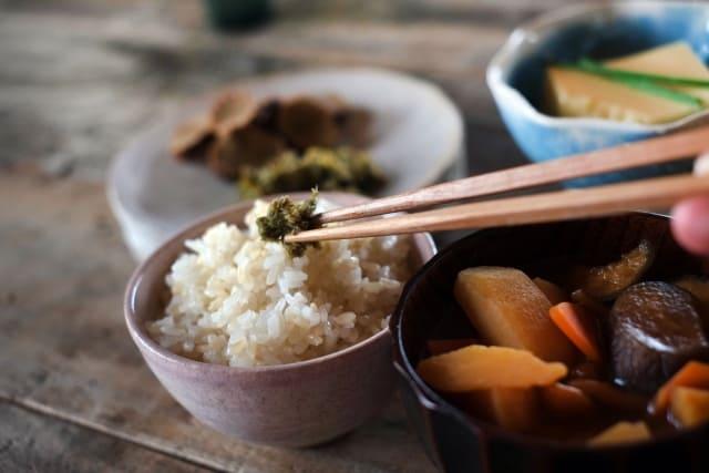三角食べってできないといけないの? 日本独自の食事マナーは伝えていくべきなのか。
