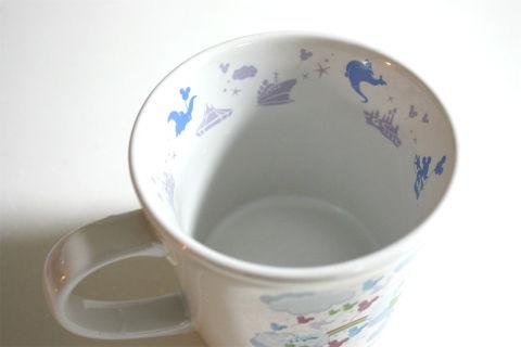 セリアアクリルたわしで茶渋を落とす